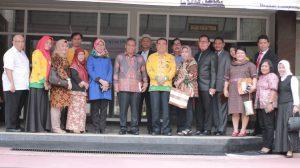 """Kuliah Umum dengan Tema """"Corporate Crime"""" oleh Dr. Luhut MP Pangaribuan, S.H., LL.M."""